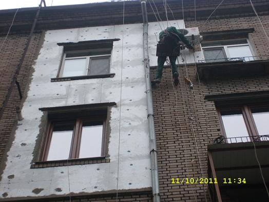 Rope access, I'm in industrial rope access trade Industrial Alpinist(steeplejack), edges a foam plastic the second side of flight. For fastening of foam plastic on the outwall of house the special solution of glue is used for gluing of пенополистирольных flags(foam plastic).