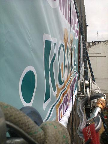 Монтаж рекламы, баннеров в Днепродзержинске. Мы выполняем монтаж рекламы в любое время года, на любой высоте и в кратчайшие сроки. Ограничениями при монтаже рекламы являются обильные осадки и ветер более 15 метров в секунду.